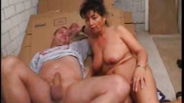 Papa - Un par de chicas lo hacen en porno hentay en español latino el dormitorio